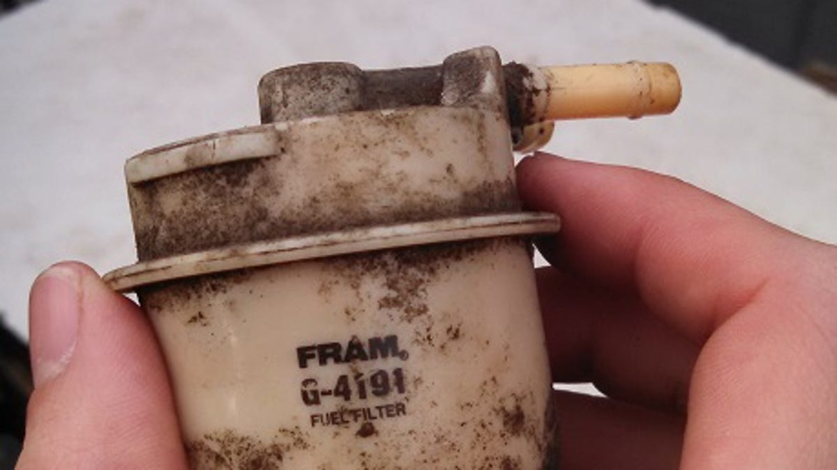 Replacing A Fuel Filter On Toyota 20r 1987 Truck