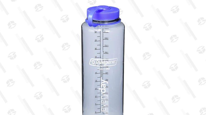 Botella de agua Nalgene HDPE 48 oz | $6 | AmazonGráfico: Tercius Bufete