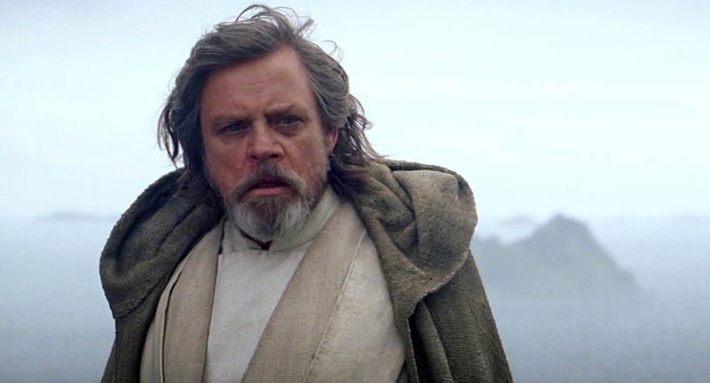 Mark Hamill no solo interpreta a Luke Skywalker en The Last Jedi, hay una escena en la que sale como otro personaje