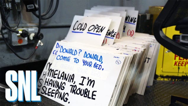 SNL s Hand-Written Cue Cards Are a Good Hack