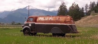 Illustration for article titled Vintage Fuel Truck Is Pretty As The Montana Mountains It's Posing With