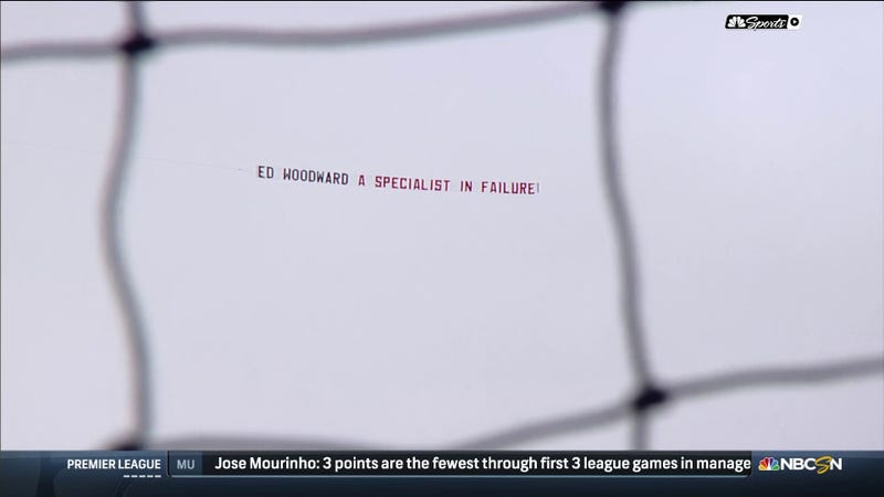 Illustration for article titled Manchester United Fans Went Full Arsenal With This Fly-Over Banner