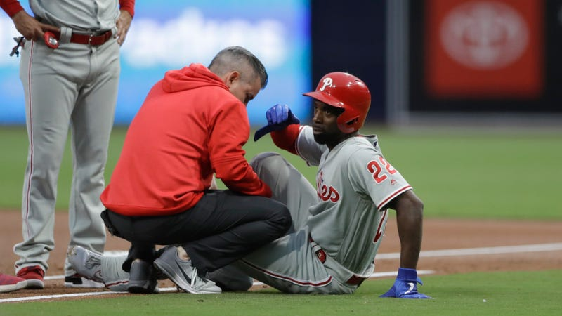 Illustration for article titled Andrew McCutchen Injures Knee In Stupid, Fluky, Unfair, Stupid Rundown [Update]