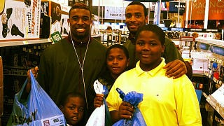 Illustration for article titled Virginia Tech Cornerback Antone Exum Took Some Random Kids At Best Buy On A $470 Shopping Spree