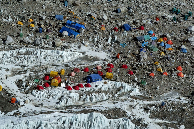 Illustration for article titled Nepal Will Force Each Everest Climber To Collect 18 Pounds of Trash