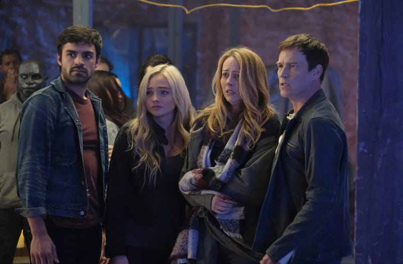 Jermaine Rivers, Sean Teale, Natalie Alyn Lind, Amy Acker, and Stephen Moyer star in The Gifted (Photo: Eliza Morse/Fox)