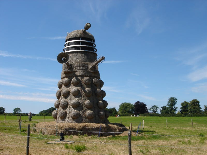 Illustration for article titled Ice Cream Maker Crafts 35ft animated Straw Dalek