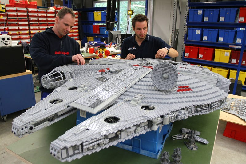 Illustration for article titled Man-Sized LEGO Millenium Falcon Means Star Wars Is Landing At LEGOLAND