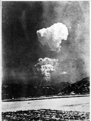 Illustration for article titled Rare ground-level photo of Hiroshima bombing found in former Japanese elementary school