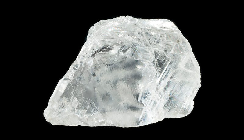 Illustration for article titled Este pequeño diamante contiene un mineral que jamás se había visto en la superficie de la Tierra