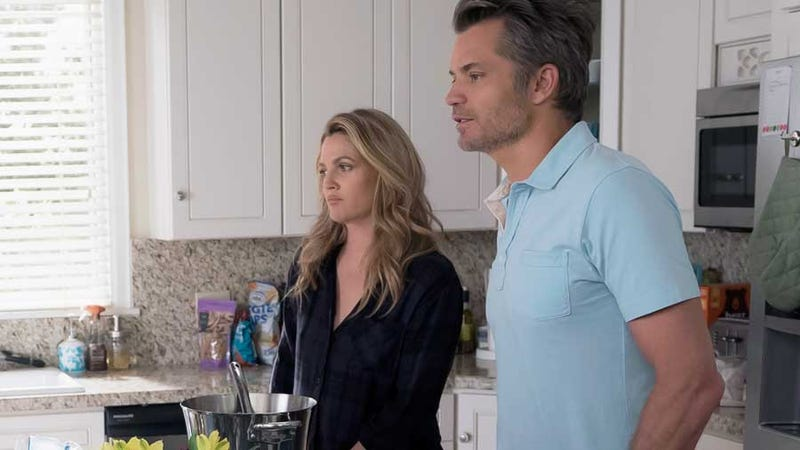 "Illustration for article titled A ""heated agreement"" leads to Santa Clarita Diet's best season-2 episode yet"