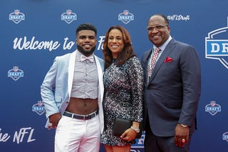 Ezekiel Elliott of Ohio State arrives with his mom, Dawn, and father, Stacy, at the 2016 NFL Draft on April 28, 2016, in Chicago. (Kena Krutsinger/Getty Images)