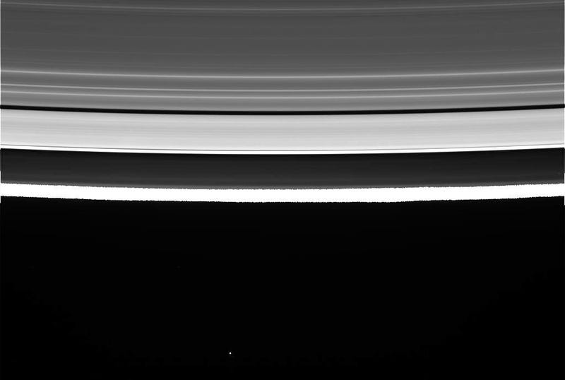 NASA's Cassini successfully completes first dive between Saturn's rings