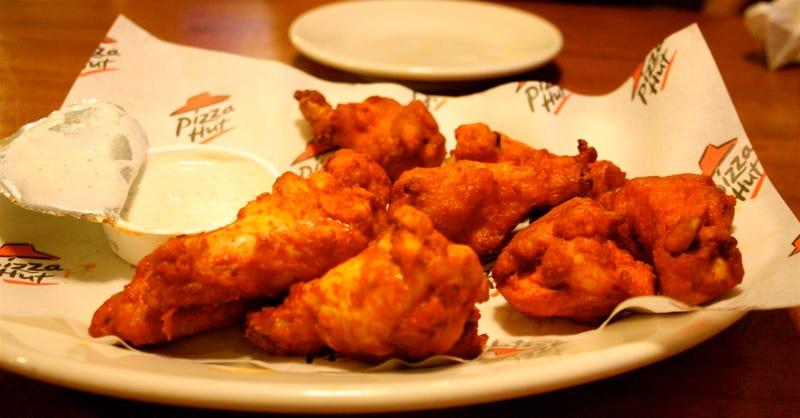 Por qué las cadenas de pizza venden alitas de pollo