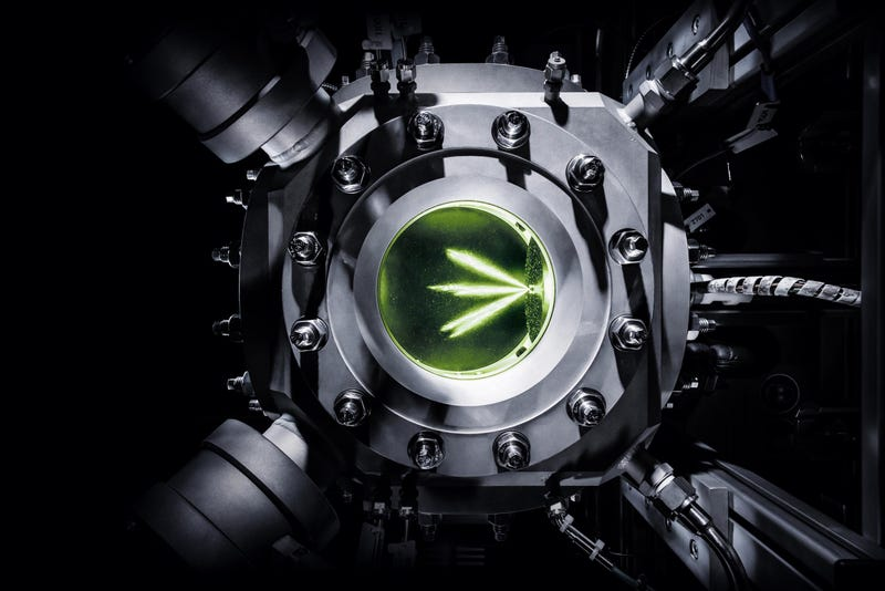 Illustration for article titled Injecting Audi's Synthetic Fuel Into A Pressure Chamber Looks Alien