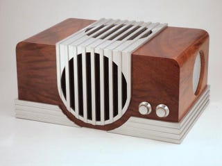 Illustration for article titled This Beautiful Vintage Radio Is Actually a Custom Gaming PC