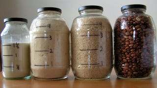 Illustration for article titled Draw Measurements on Clear Food Storage for Fast Measure-Free Cooking