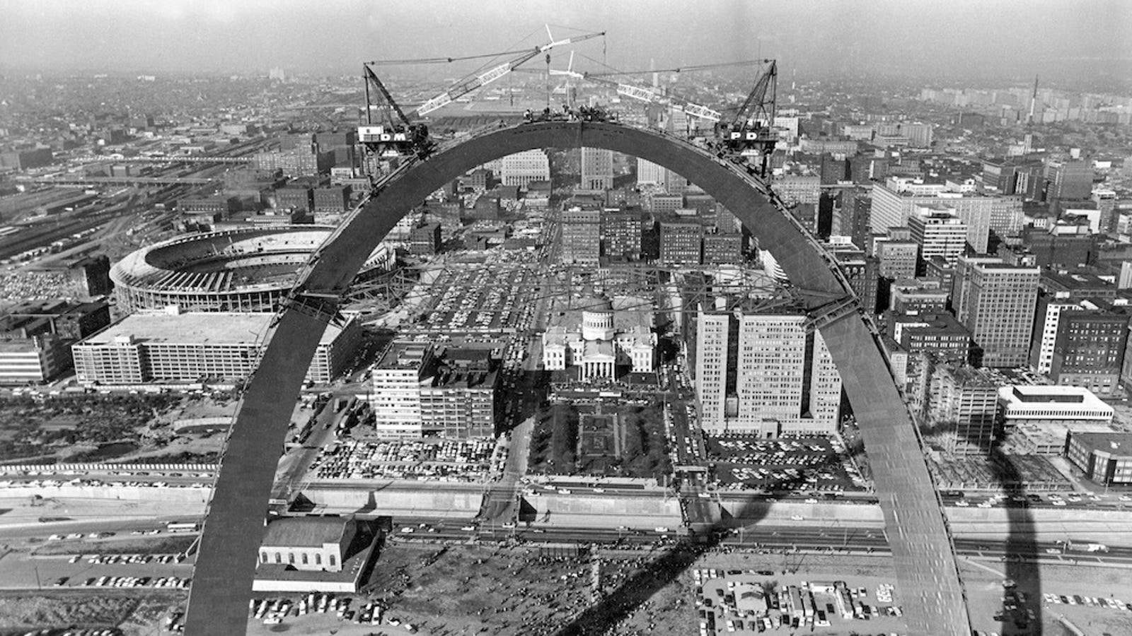 Building Gateway Arch St. Louis's Riverfront...