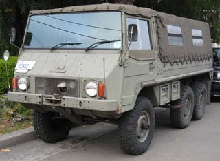 Illustration for article titled You Wish Your Hummer Could Do This: Pinzgauer!
