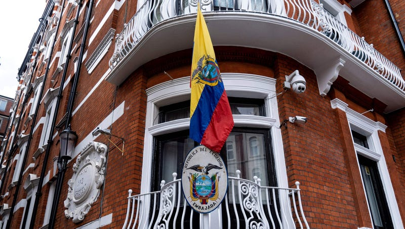 Illustration for article titled Ecuadorian Embassy Runs Ad Seeking 'No Drama' Tenant For Newly Vacant Room