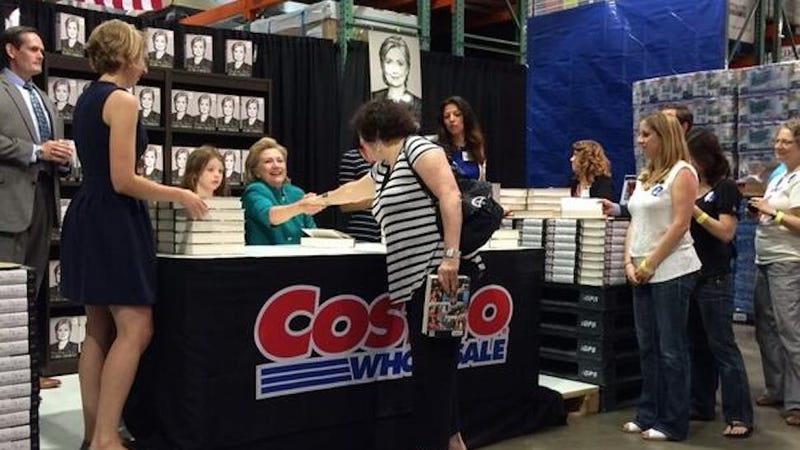 Illustration for article titled Sonia Sotomayor Bumped into Hillary Clinton at a Costco