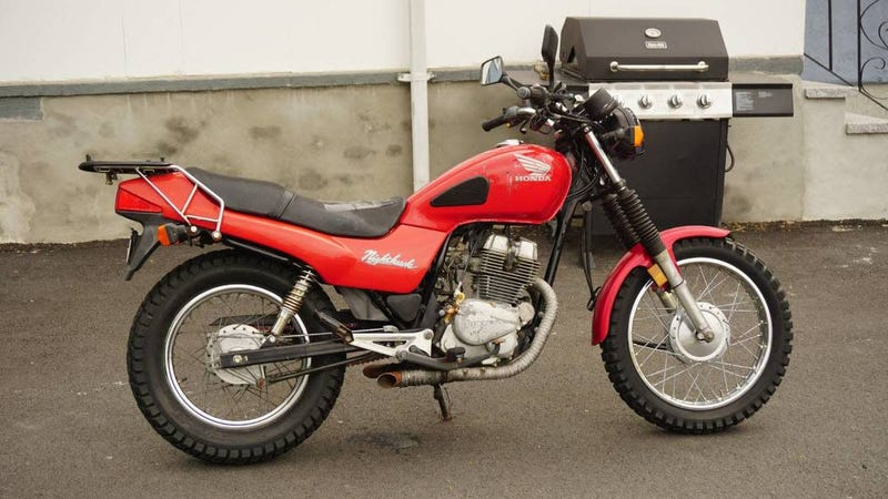 Illustration for article titled At $1,600, Could This 1994 Honda CB250 Nighthawk Make You Ready for a new Adventure?