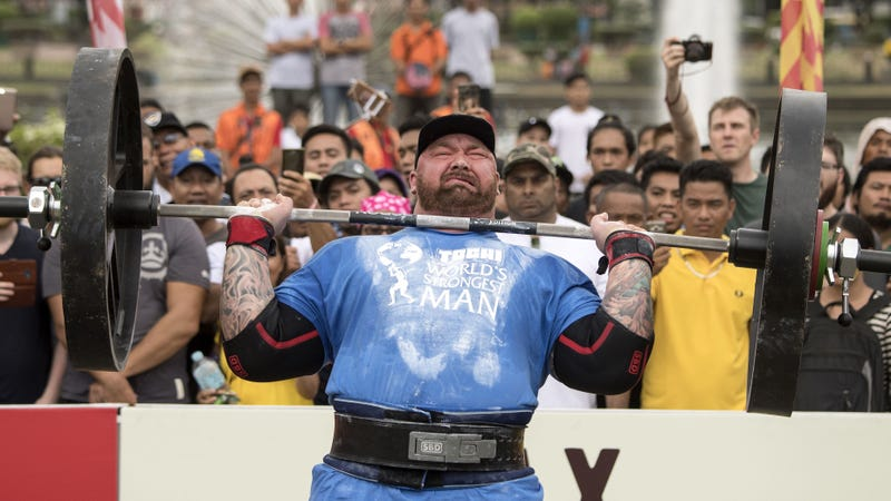 Bjornsson lifts an ungodly amount of weight in Manila on Saturday.