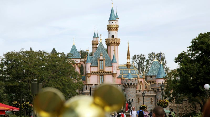 A Guide To Visiting (and Surviving) Disneyland With A Toddler