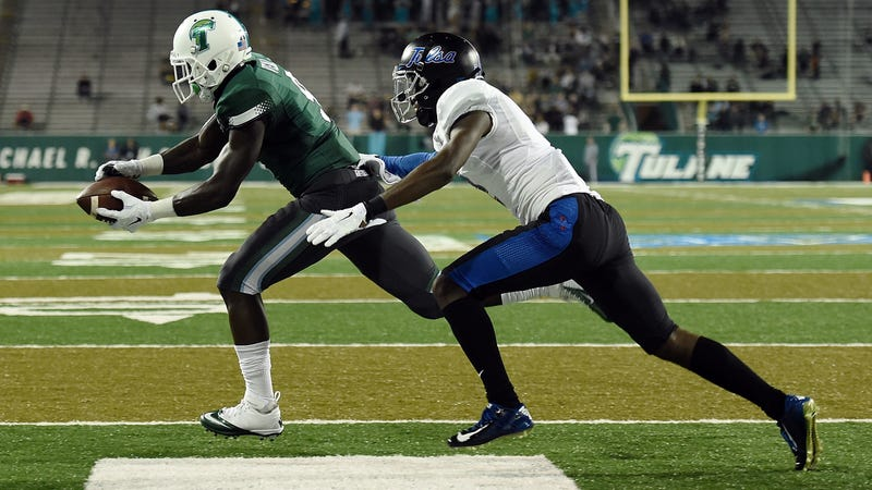 Former Tulane wide receiver Teddy Veal catches a touchdown pass