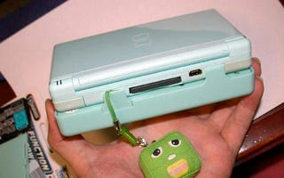 Illustration for article titled DS Lite Battery Pack Fattens, Extends Your Gaming
