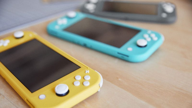 Illustration for article titled Hands-On With The Nintendo Switch Lite: Sturdy, Stylish, Comfortable