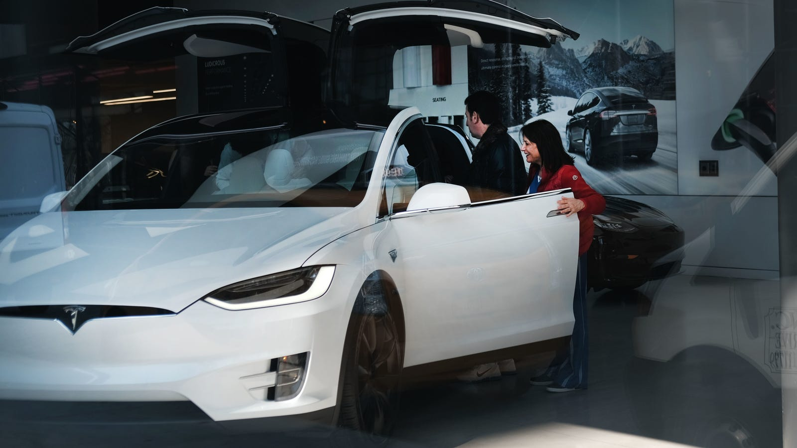 Tesla's Navigate Is Worse Than Human Driving: Consumer Reports