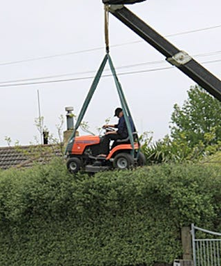 Illustration for article titled How Do You Trim the Top of a Hedge With a Ride-On Lawnmower?