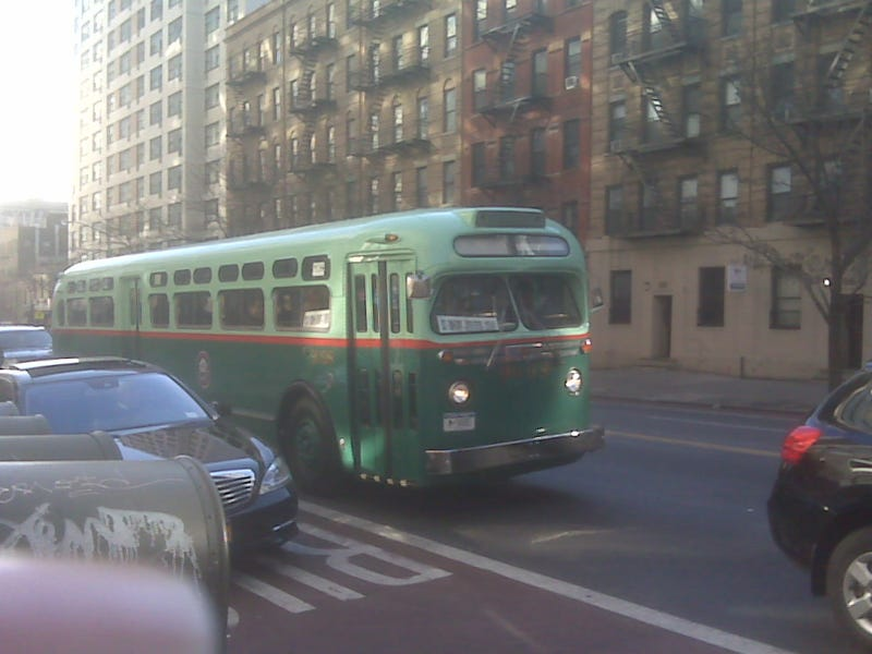 Illustration for article titled A Vintage Bus Is Being Used in New York City