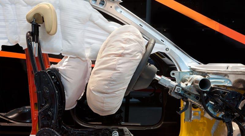 Illustration for article titled Un tejido hecho por bacterias permitirá fabricar airbags más seguros