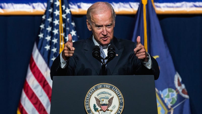 Illustration for article titled Thirsty-Ass CNN Has an Extra Debate Podium for Non-Candidate Joe Biden