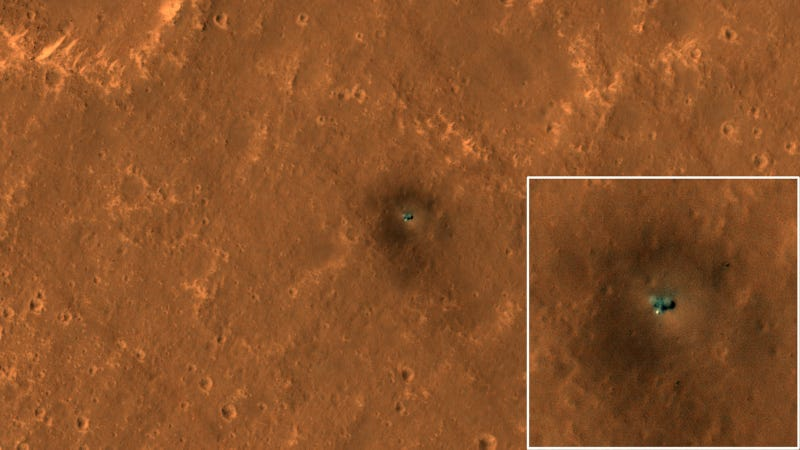 The InSight lander on Mars, with inset showing a close-up view.
