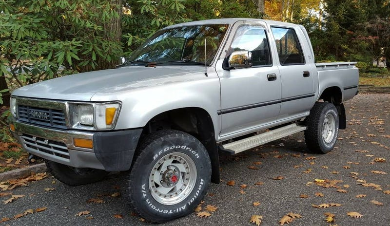 Illustration for article titled Could This Gray Market JDM 1989 Toyota Hilux Really Pick Up $16,995?