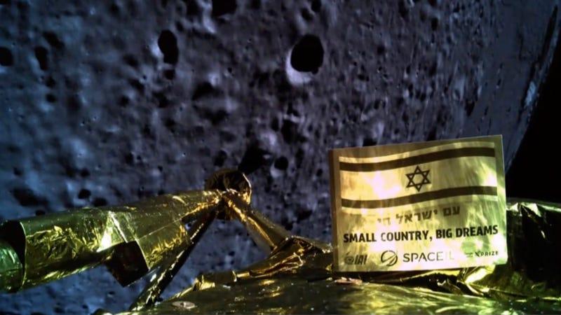 Imagen enviada por Beresheet a 22 kilómetros de la Luna