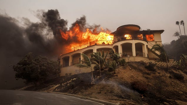Authorities Urge Orange County Residents To Stop Building Additions Onto Homes Currently On Fire