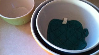Illustration for article titled Place Old Potholders Between Mixing Bowls to Keep Them Safe While Stored