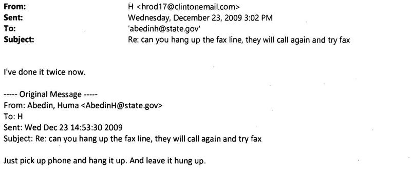 Illustration for article titled Here's Hillary Clinton Working Out How to Use a Fax Machine
