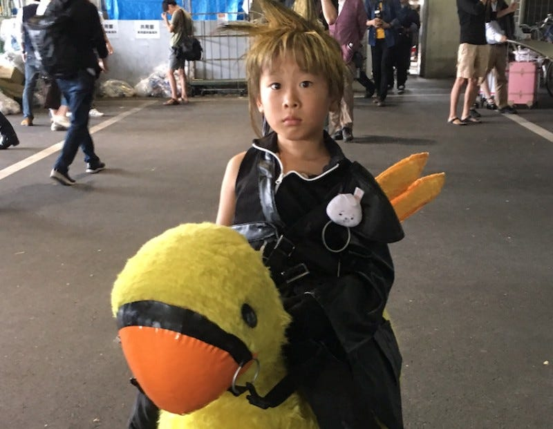 Illustration for article titled The Littlest Cloud StrifeCosplayer Needs A Small Chocobo
