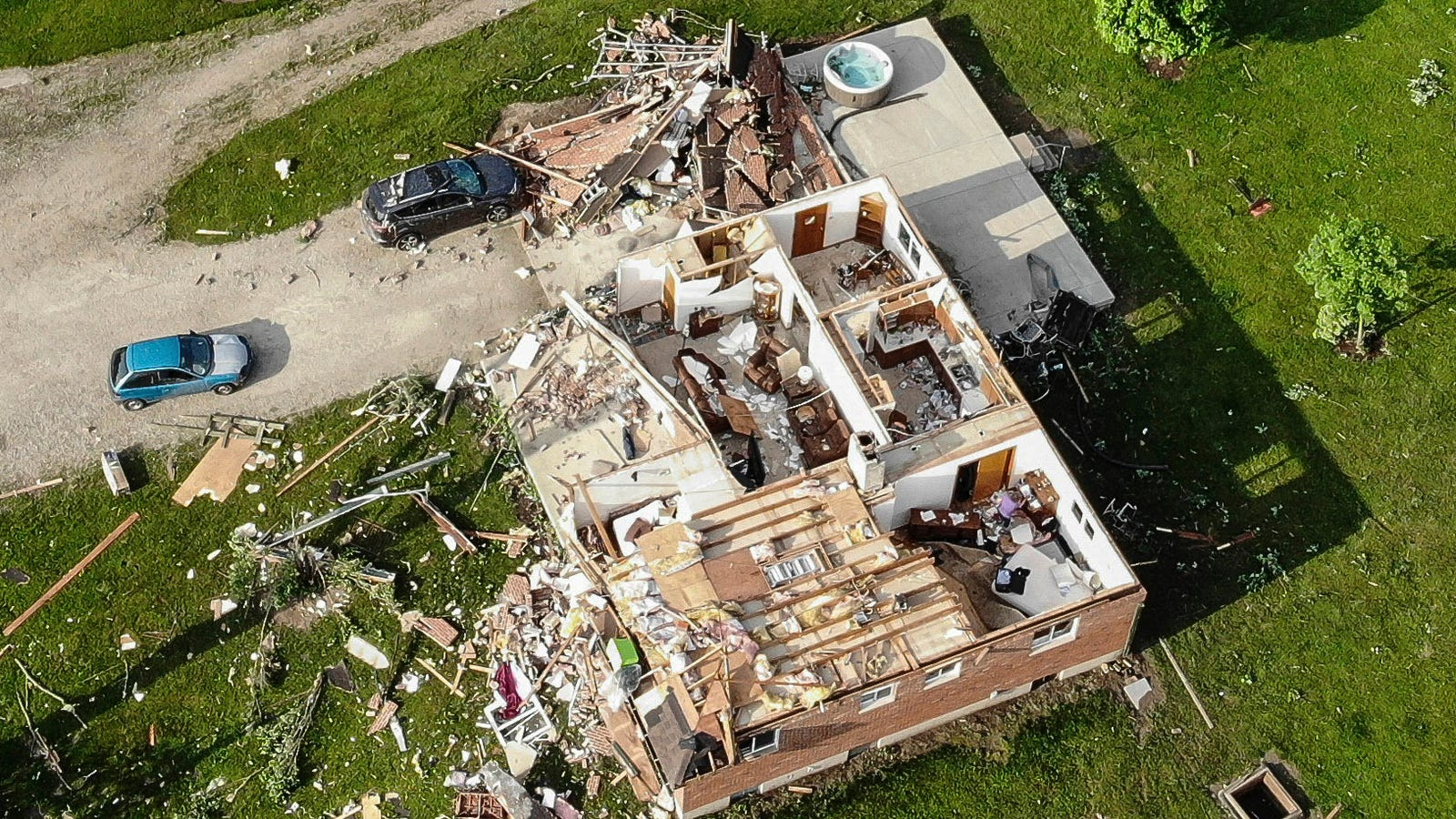 These Tornadoes Left Ohio Communities Looking Like a War Zone thumbnail
