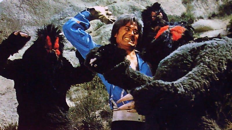 El equivalente a Luke Skywalker, luchando contra los yetis del desierto.
