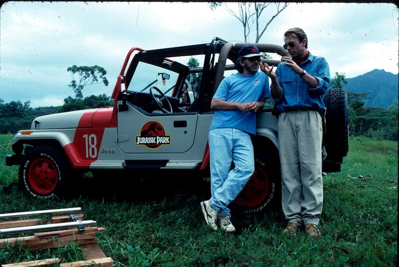 Illustration for article titled Take A Look At 40 Behind The Scenes Pictures From Jurassic Park