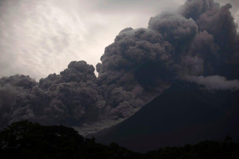 Illustration for article titled La violenta erupción del volcán de Fuego en Guatemala, en imágenes y vídeos