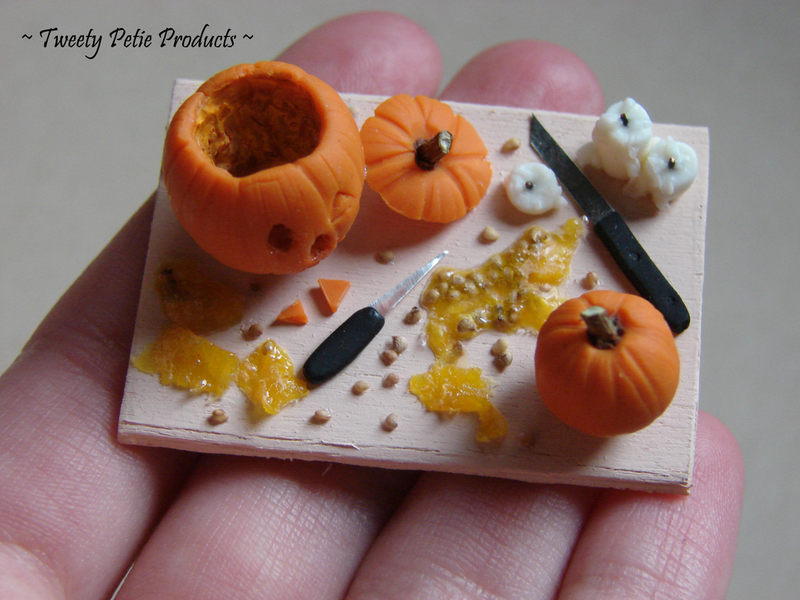 Illustration for article titled Stop carving that pumpkin and come play CAH!