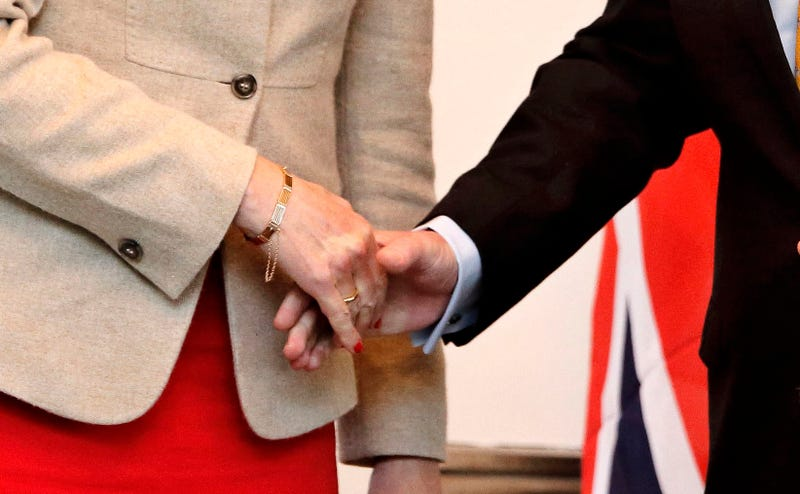 Man (R) shaking hands with woman (L). Photo: AP