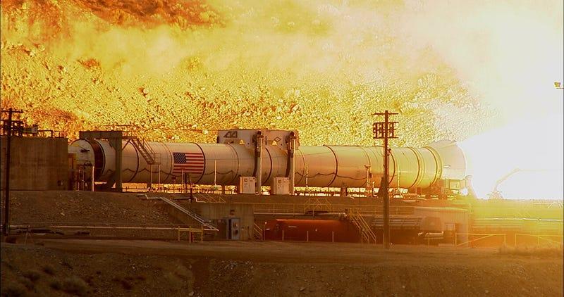 Illustration for article titled La NASA prueba con éxito el cohete más potente jamás construido